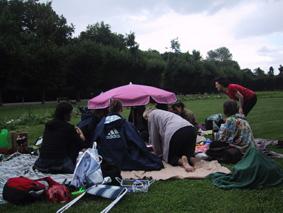 http://www.frauenwohnprojekt.info/media/galerie/2003/picknick/001.jpg