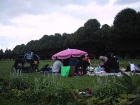 http://www.frauenwohnprojekt.info/media/galerie/2003/picknick/002.jpg