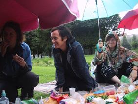 http://www.frauenwohnprojekt.info/media/galerie/2003/picknick/005.jpg