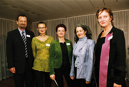 http://www.frauenwohnprojekt.info/media/galerie/2004/preisverleihung/gruppepartizipation3.jpg