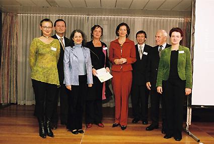 http://www.frauenwohnprojekt.info/media/galerie/2004/preisverleihung/rosa2.jpg